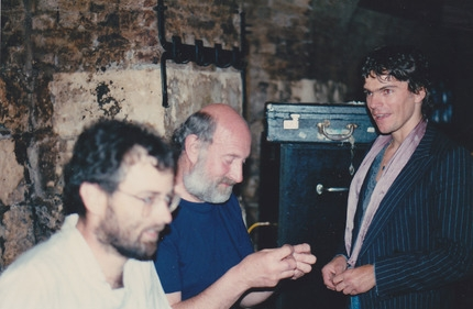 Coops consults with the bass player and drummer in Maastricht